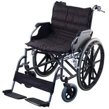 Foldable and reinforced wheelchair